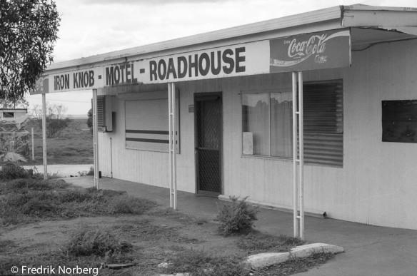 The derelict Iron Knob roadhouse